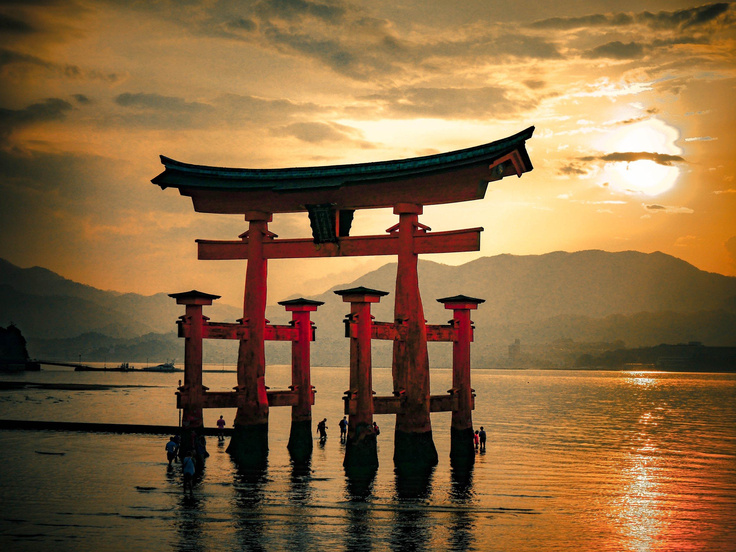 floating Torii gate in Miyajima
