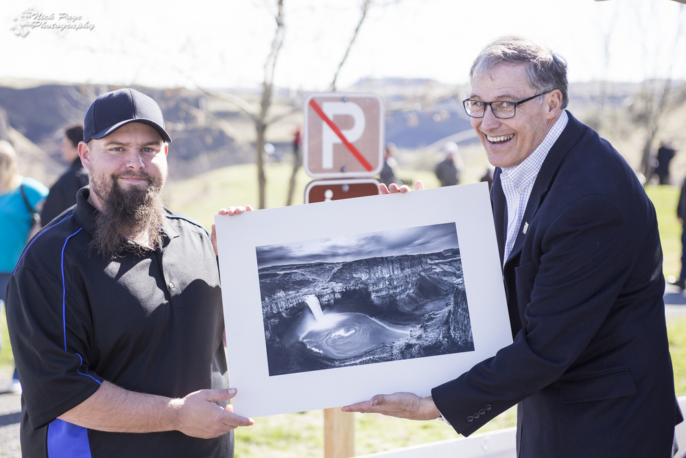 selling+the+WA+state+governor+a+print+of+Palouse+falls.jpg