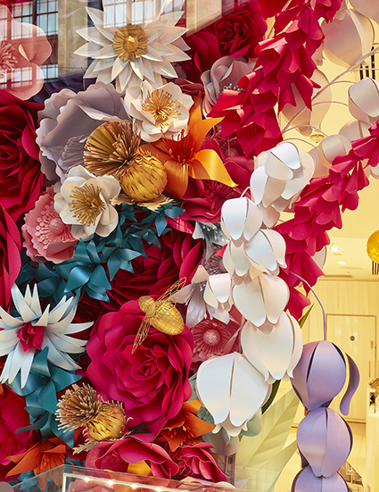 SML zoebradley-paper-artist-handsculpted-paperflowers-design-pandora-advertising.jpg