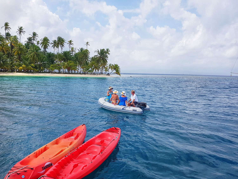 service-dinghy-to-island-claudiab.jpg
