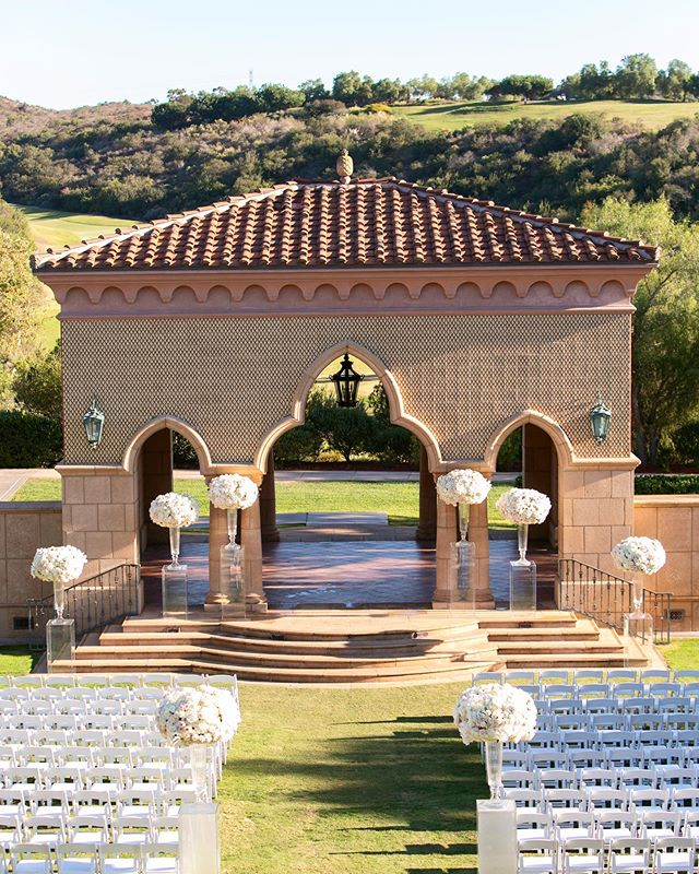 Can't wait to be back at this beautiful venue this weekend!  #couplesgoals #stylemepretty #shesaidyes #weddinginspo #weddingseason #theknot #weddingwire #engaged #destinationwedding #ceremonydetails #destinationweddingphotographer #weddingphotographer