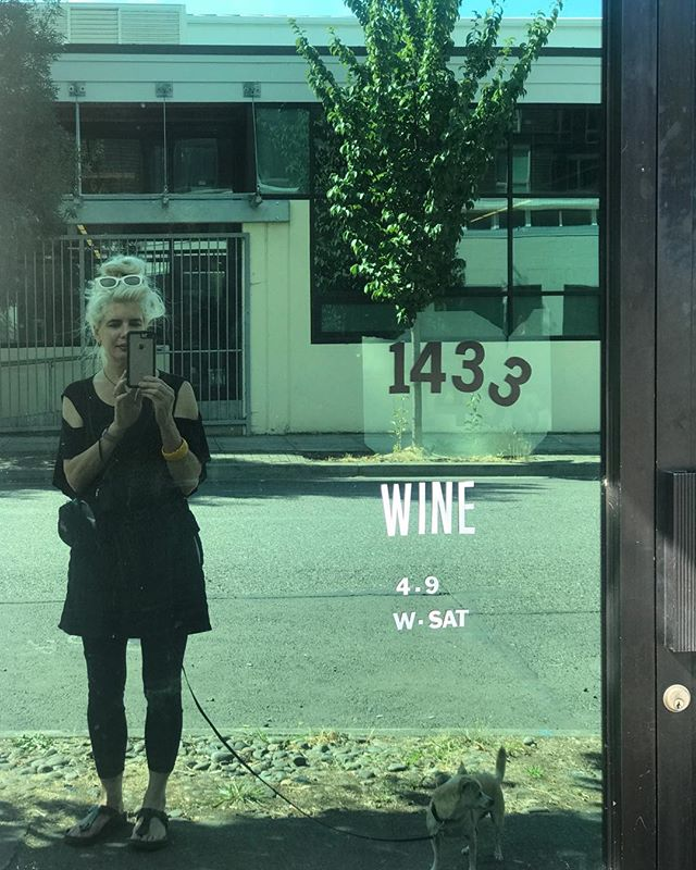 The Old Portland Wine Bar on my walk with Anjou 🍷#panderproperties, #dandywarhols, #portlandwinebar, #dayinportland, #portlandsummer, #littledoglove, #coffeeandtea,#lightsnack, #portlandsbestwinebar, #rocknroll, #davidbowie, #julianlennon, #cindythompson