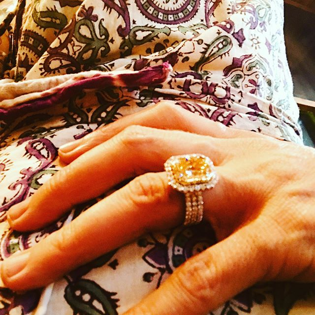 I ❤️ mixing bohemian and opulence: Diane Von Furstenberg and Alchemy Herkimer Diamond #dianevonfurstenberg, #crystalmagic, #alchemyjeweler, #portlandstyle, #portlandfashion, #opulenthabits, #bohemianstyle, #portlandwesthillstonight, #swportland, #weddings, #weddingplanner, #fabulous50sportland #swportland, #portlandpearldistrict, #preciousgems, #portlandsbestjeweler