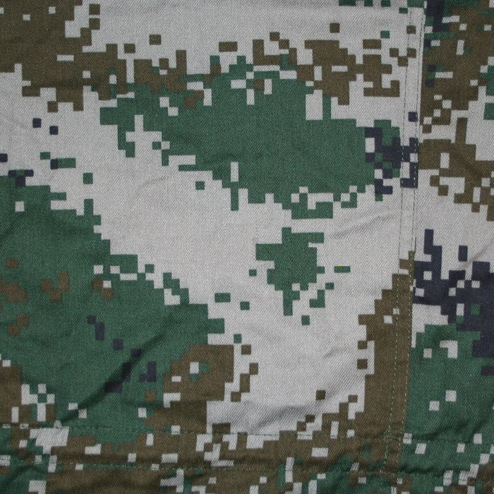 "Universal Pattern:   (Official name: 07 Universal Camouflage, ""07 通用迷彩"")  This is the standard pattern for the PLA Ground Force, and is being distributed to most regular units."