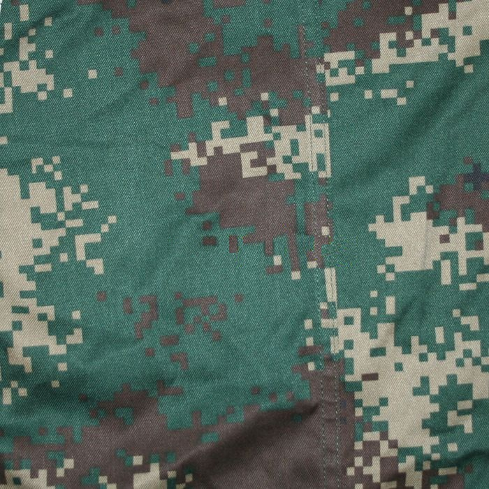 "Woodland Pattern:   (Official name: 07 Woodland Camouflage, ""07 林地迷彩"")  It is designated for use in dense bush terrain or jungle, and is mainly issued to the PLA Second Artillery Corps."