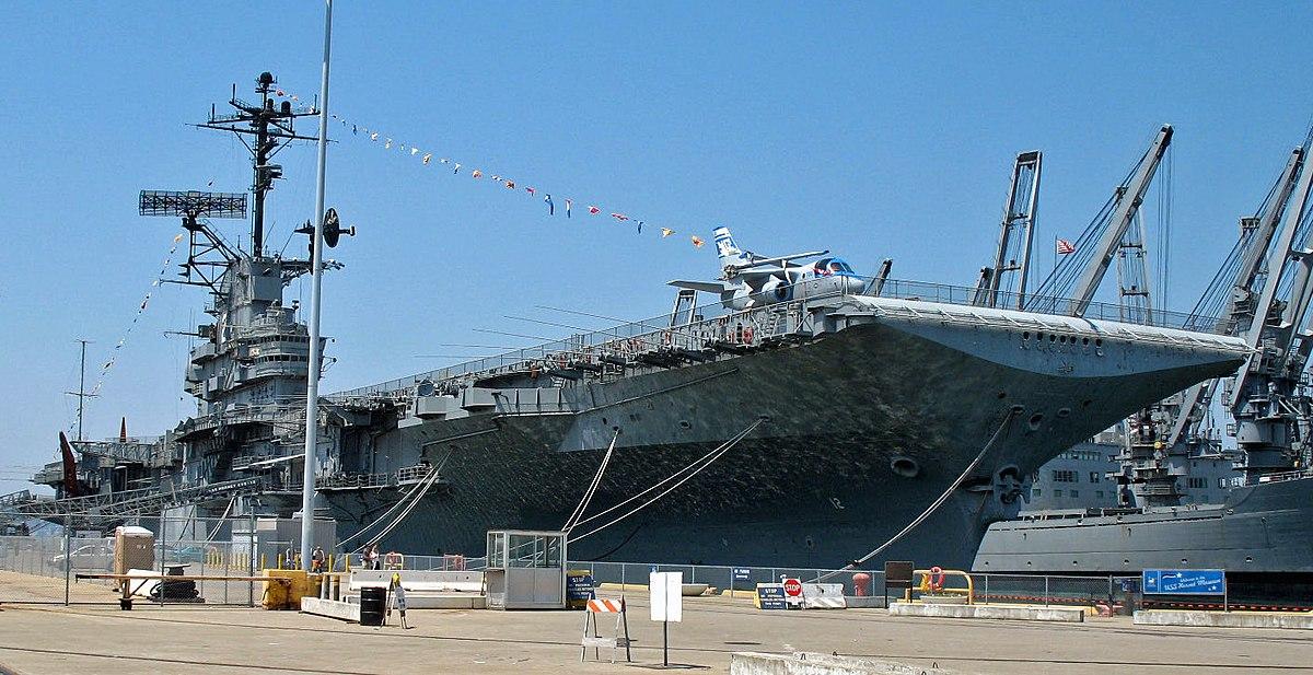 1200px-USS_Hornet_(Alameda,_CA).JPG