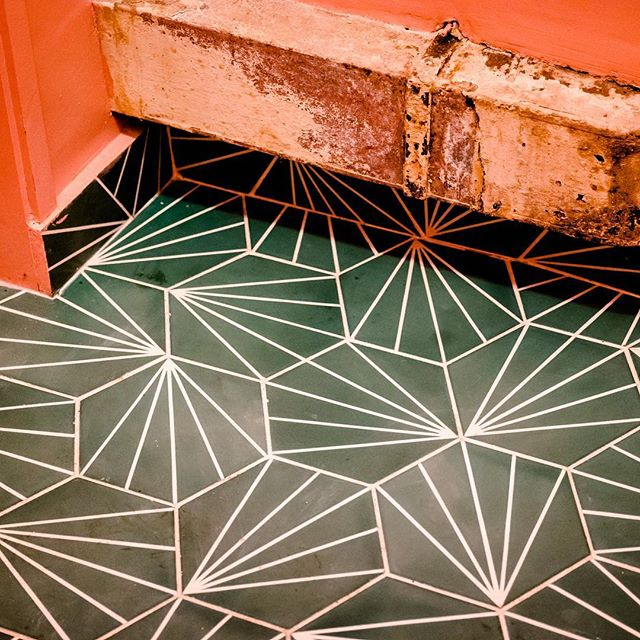 B&H bar. #lookdown #ihavethisthingwithfloors⠀