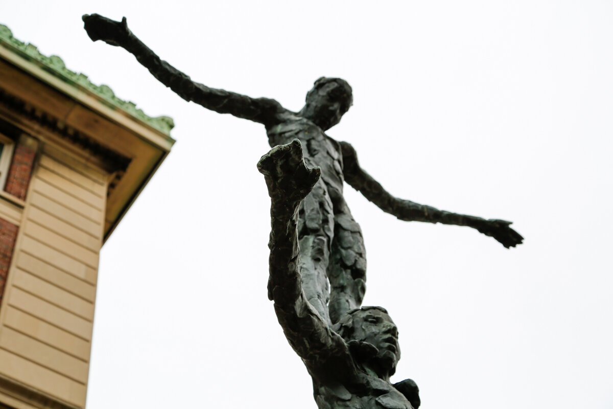 Aries-Libra statue Columbia close-2.jpg