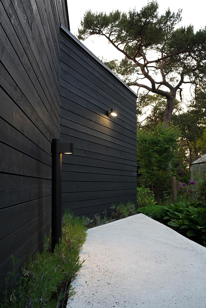 Pathfinder-bollard-wall.JPG