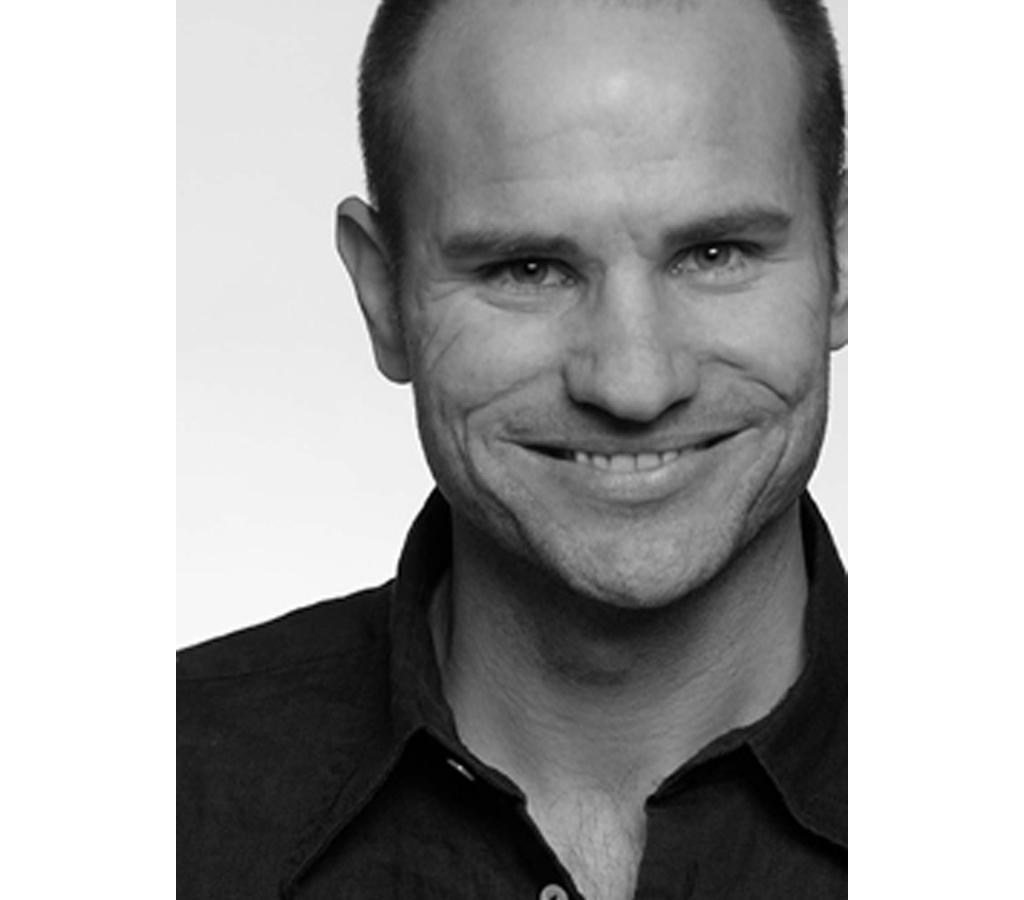 Fredrik Mattson - Fredrik Mattson startade sitt företag efter magisterexamen i inredningsarkitektur på Konstfack 2002.Idag driver han en studio på Norra Djurgården i Stockholm och arbetar för flera Svenska och internationella producenter , bla Brio, Blå Station, PP Möbler och Zero. (Fredrik är född 1973 i Malmö.)Fredrik har mottagit ett stort antal priser, bland dessa kan nämnas Årets designer 2007, Red Dot 2007 och 2004, Forsnäspriset 2005 och Årets möbel 2004.ProdukterPXL liten pendelPXL stor pendelPXL takPXL väggPXL vägg utomhusPXL bordRGB pendelRGB bordRGB golvSol Sol 2Wood takWood spotlightWood vägg