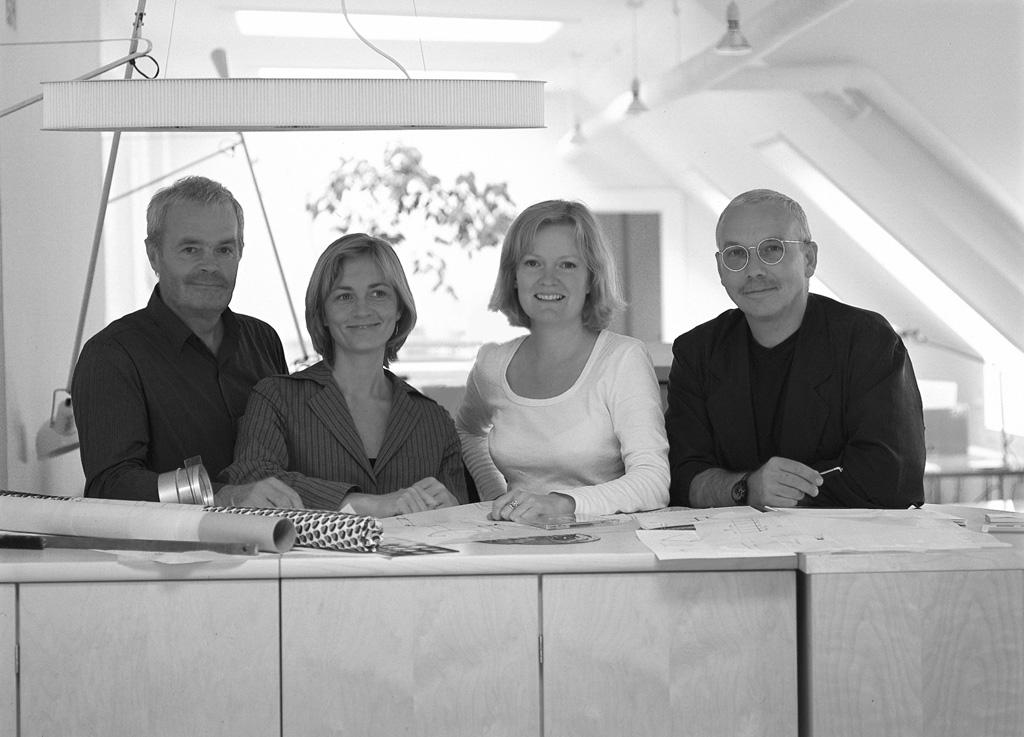 Pelikan copenhagen - Pelikan copenhagen var en designbyrå som bestod av formgivarna Nils Gammelgaard, Mia Gammelgaard, Lars Mathiesen och Ehléne Johansson. Sedan ett antal år har man delat på sig och formgivarna driver nu sina egna designkontor.ProdukterMimmi tak