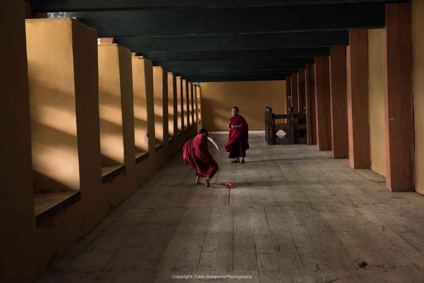 BHU Pillar Hall Monks 18.jpg