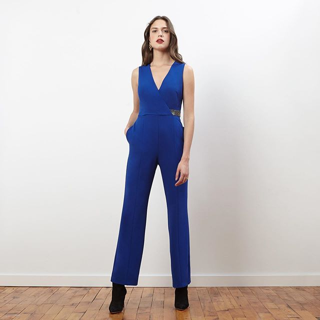 Raise your hand if you're attending a million Fall weddings this year... 🤚🏼 stay versatile, comfortable and chic in one of our favorite Fall jumpsuits. Available at @zappos...link in bio!