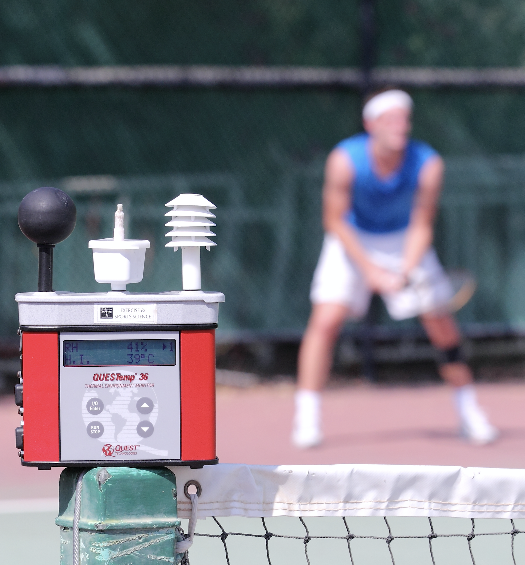 Playing tennis in the heat: thermal and physical performance responses -