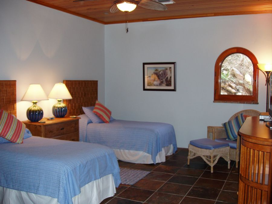 villa-croix-vista-stjohn-bedroom-twin.jpg