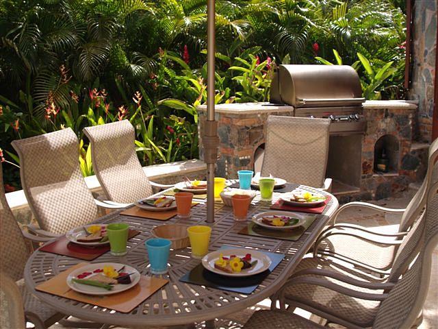 casa-de-sonadores-outdoor-dining.jpg