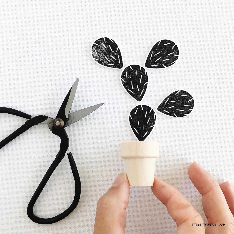 DIY [ mini ] Potted Paper Cactus | prettypeas.com