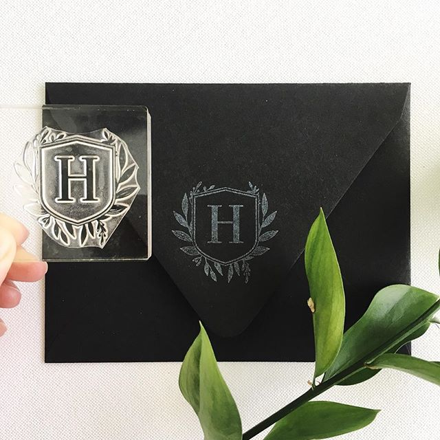 One more hour to place your custom stamp orders, folks! Also, this floral monogram stamp needs a home. I made it for testing but have no use for an H. Soooo, I'll see which customers have an H name and I'll stick it in your package as a surprise next week. 😘 . . . . . #customstamp #logostamp #monogram #h #rubberstamp #clearstamps #handstamped #handmade #etsy #papergoods #dailydoseofpaper #happymail #stationeryaddict #shopsmall #texasmade #htx #prettypeaspaperie #specialdelivery #letterlove #prettypeaspaperie