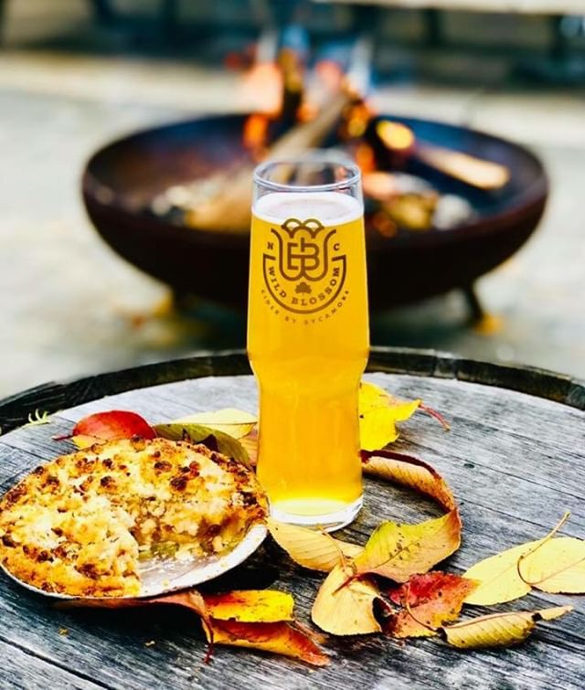Our Apple Pie @WildBlossomCider will be tapped at 12noon this Sunday and we can't wait for you to try it! 🤤🍎🥧🥂 Fall Family Fun Fest starts at noon! Food by @oooweebbq_ 🚐