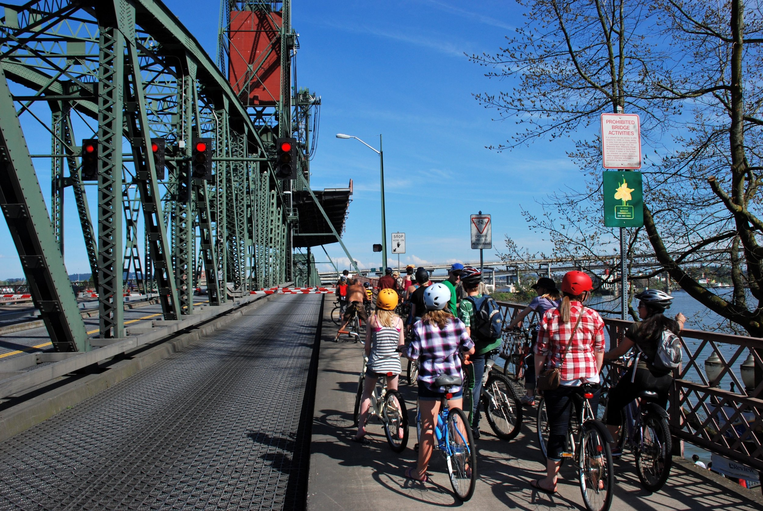 Cyclists_waiting_on_Hawthorne_Bridge_during_a_lift.jpg