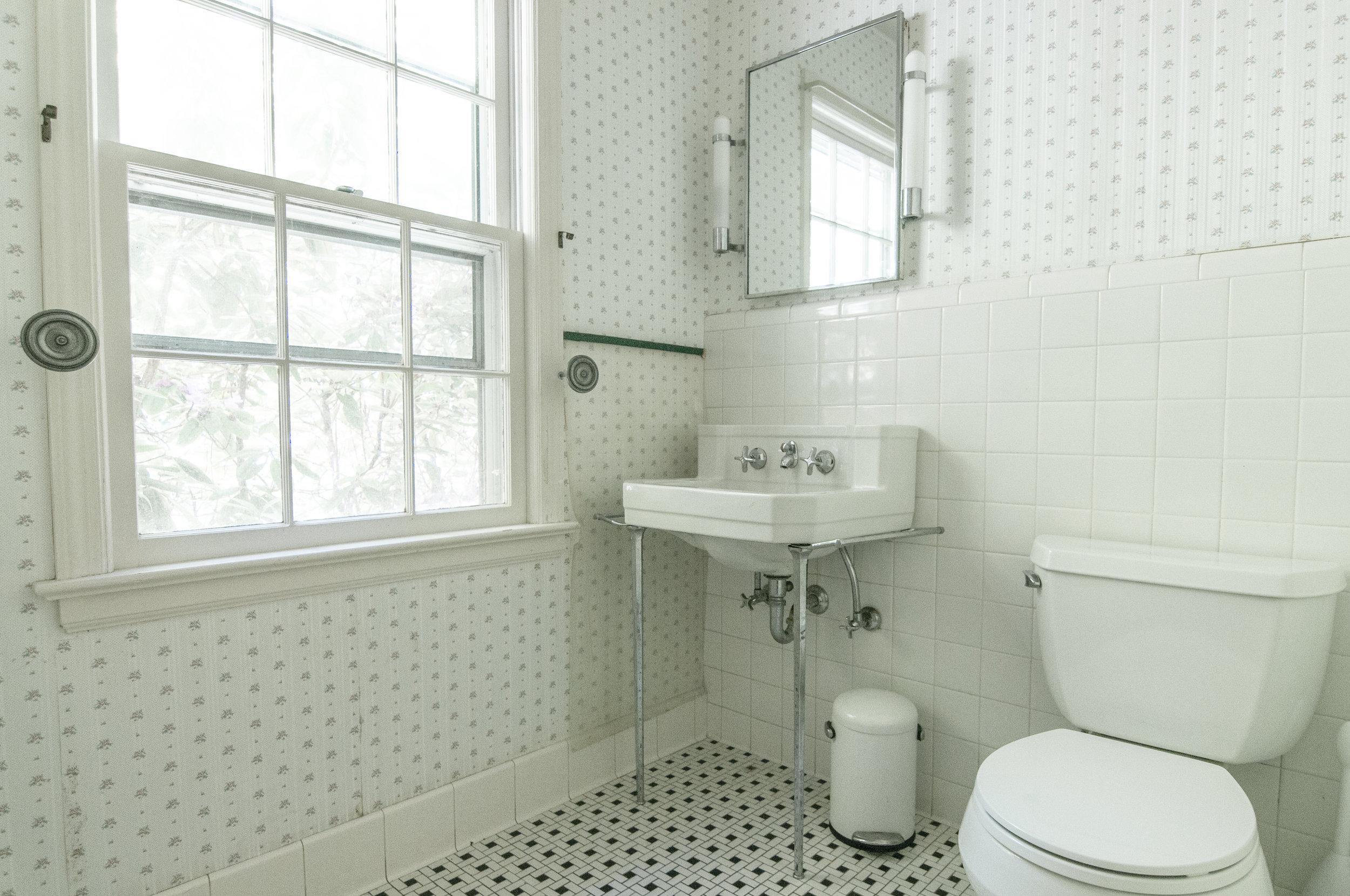 40-WHurleyRd-Downstairs-Bathroom.jpg