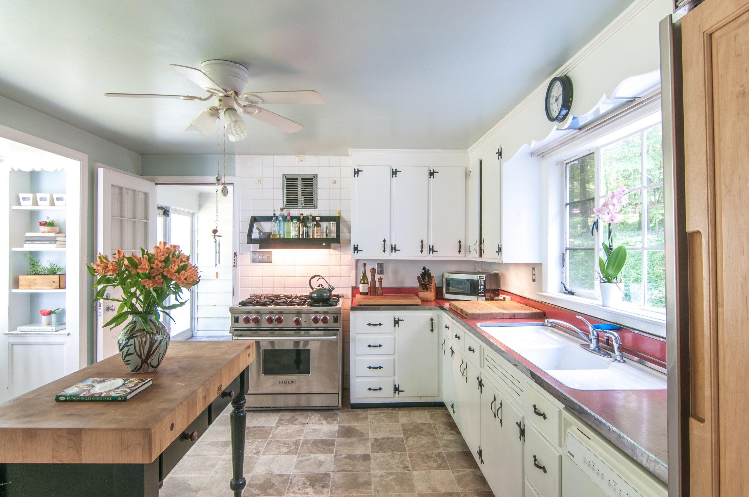 40-WHurleyRd-Kitchen.jpg