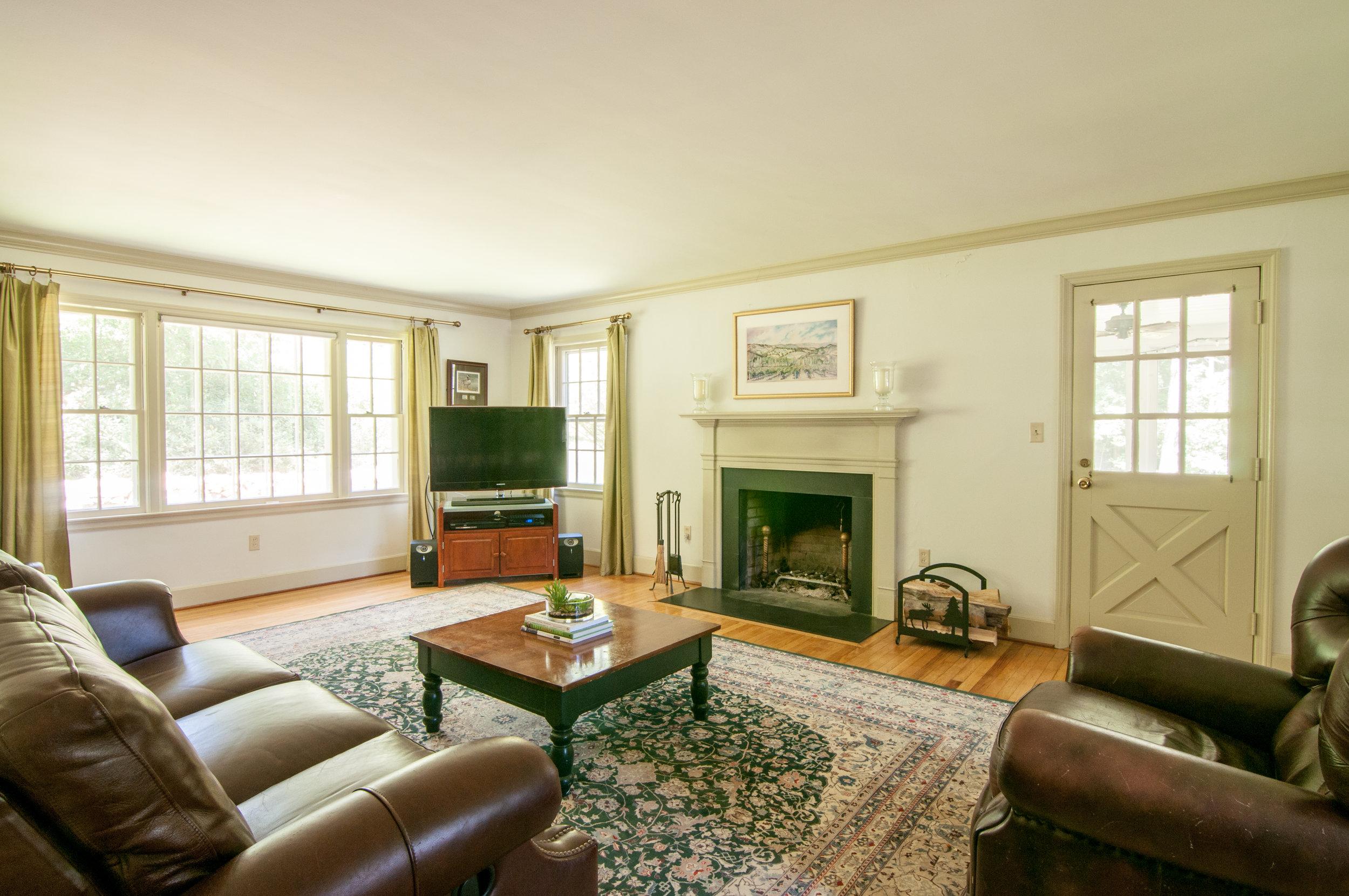 40-WHurleyRd-Living-Room.jpg