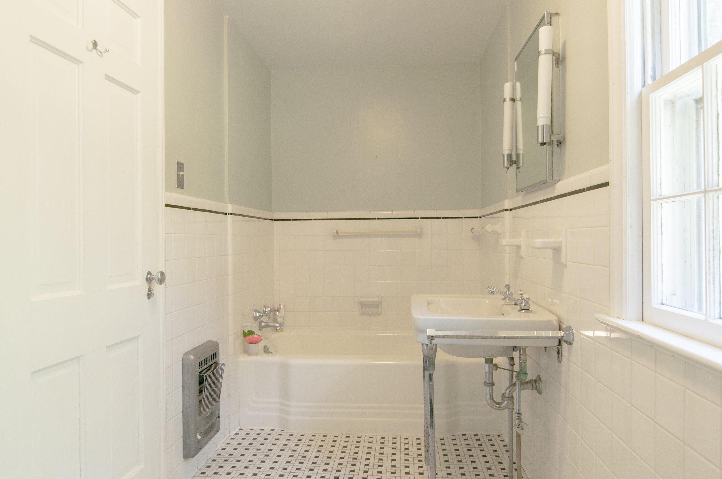 40-WHurleyRd-Masterbathroom.jpg