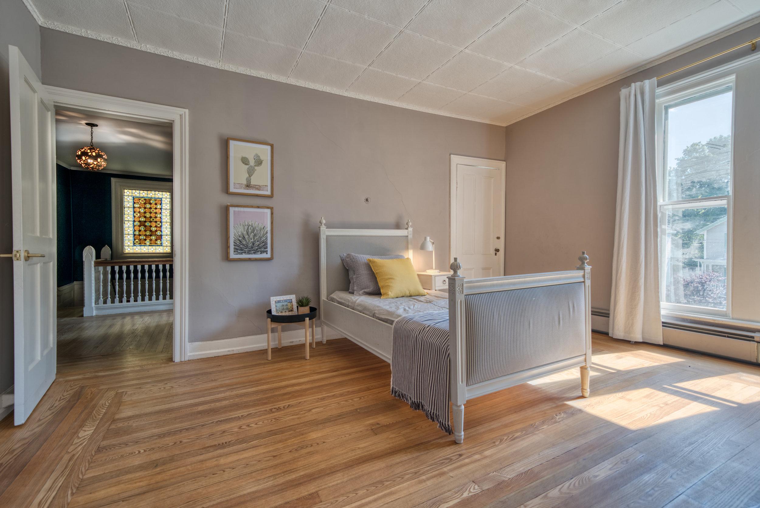 UptownKingston-Guestroom-1.jpg