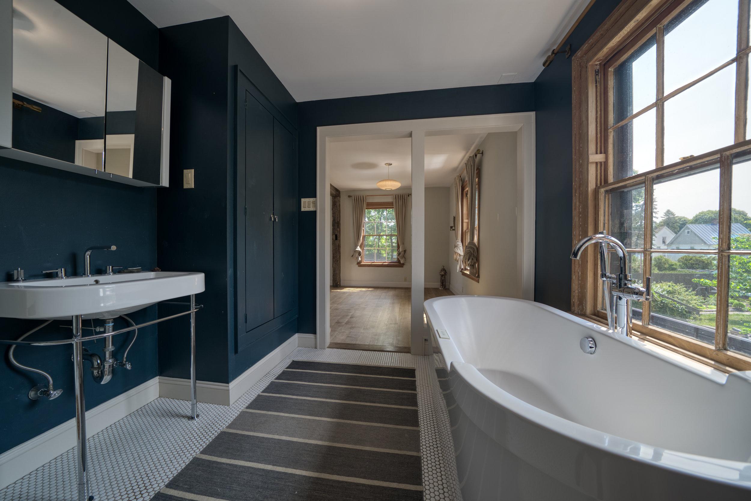UptownKingston-Master-Bathroom-2.jpg