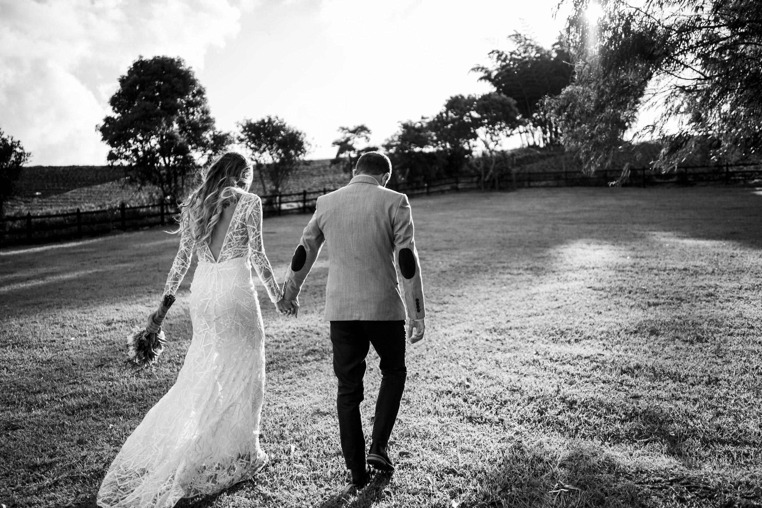 Quiénes somos... - Un equipo de profesionales apasionados por nuestro trabajo, nos encanta la fotografía como forma de contar historias, la luz natural es nuestra herramienta más preciada.Nos gusta registrar esos pequeños momentos que suceden en las bodas de una forma estética y moderna, sacando la esencia de nuestros clientes para que sus fotos sean naturales y auténticas.