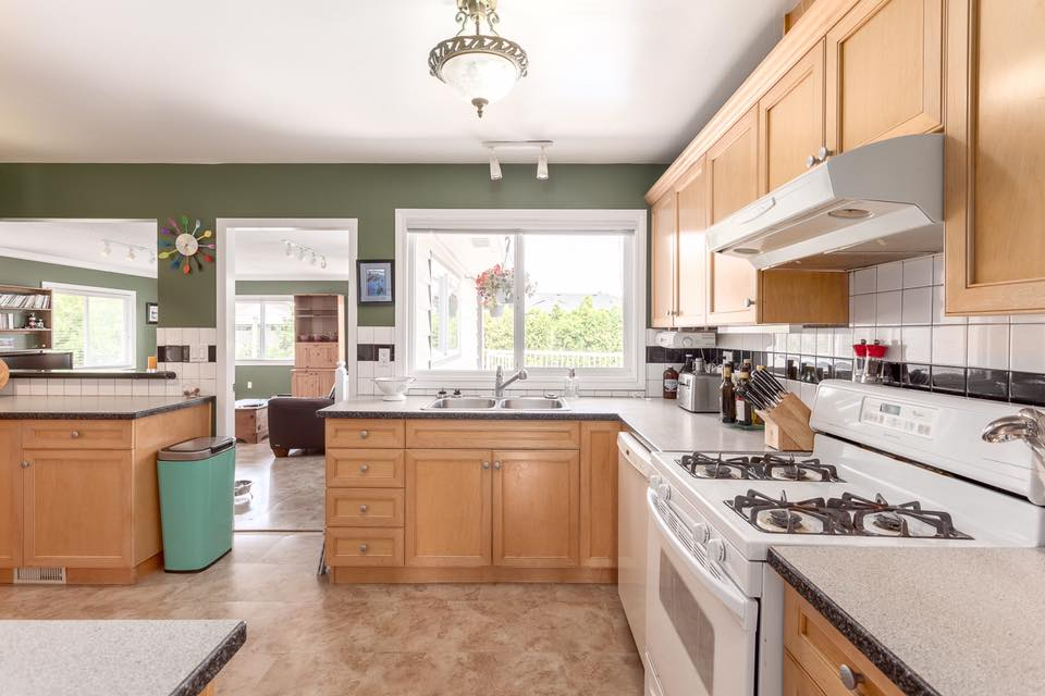 5545 Maple -  kitchen 3.jpg