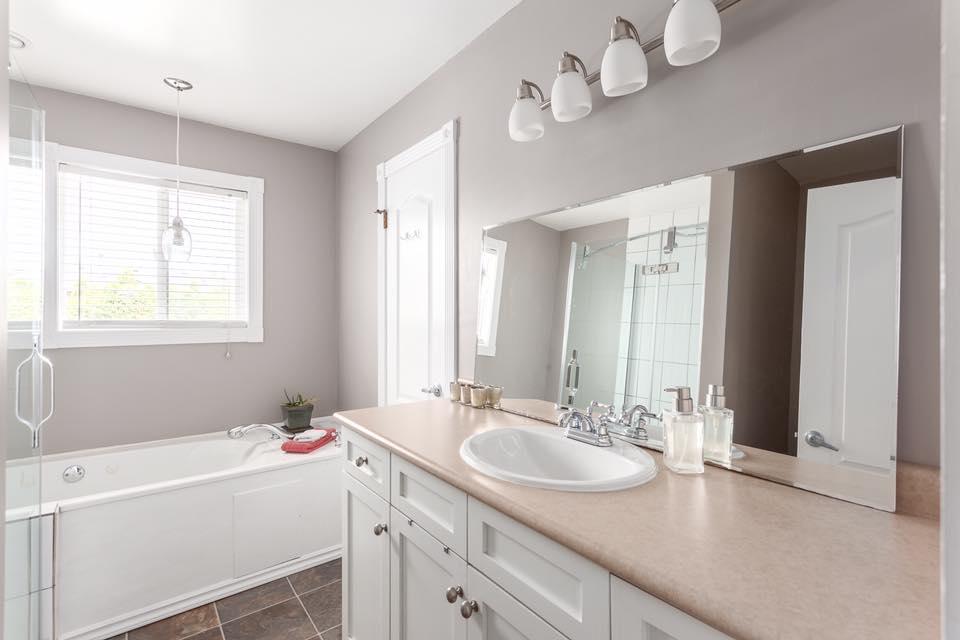 5545 Maple - bathroom.jpg