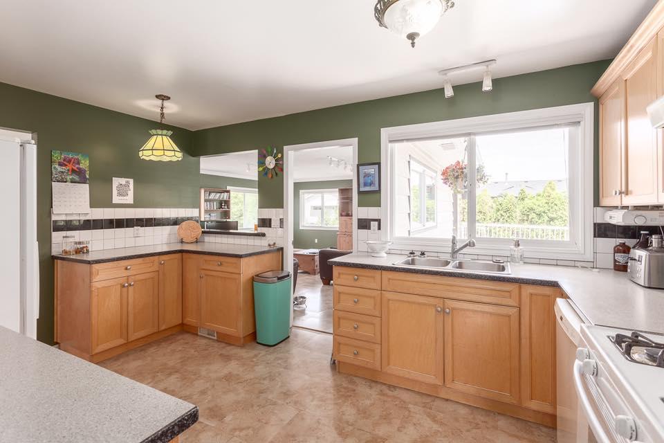 5545 Maple - kitchen 2.jpg