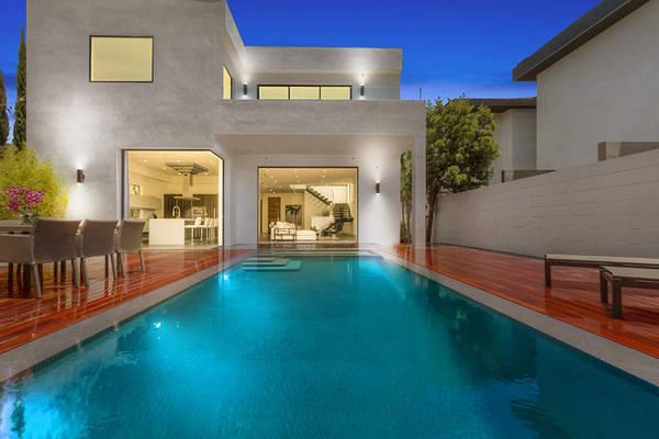 735 North Las Palmas Avenue | Hollywood
