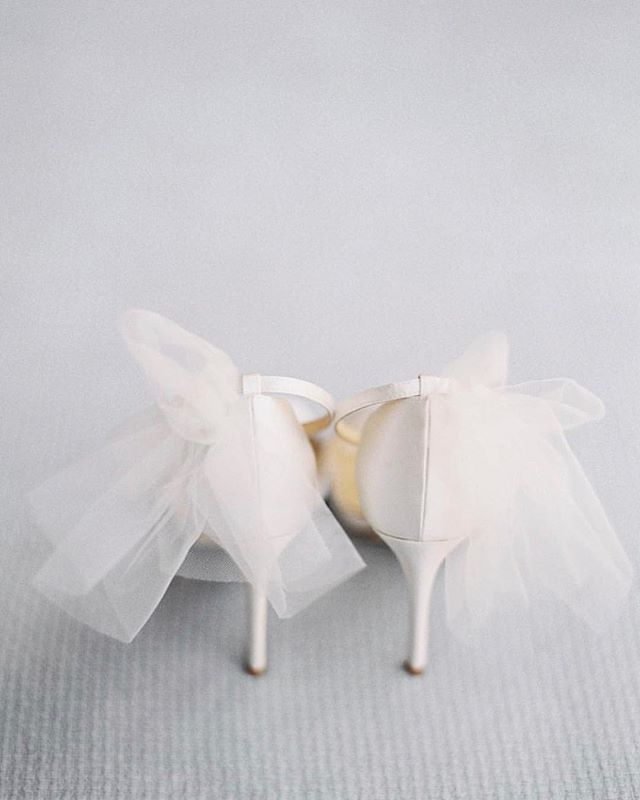 Our obsession with bows these days are never ending... and it's obvious why 😍 **Photo by @bellabelleshoes . . . . .  #weddingshoes #bridalshop #shoes #korabrides #weddingdress #bride #bridetobe #weddingcake #weddingvenue #flower #floral #socalwedding #californiaweddings #weddingdressshopping #bridaldress #weddingplanning #OC #LA #weddingplanner #orangecountywedding #instadaily #theknot #instagood#eventplanner #weddingplanner #bridalshop #weddingdressstore #bridalsalon #fashion #hair