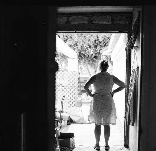 Late summer arfternoon ————————————— #backlit #film #ilfordhp5 #analogphotography #mediumformatfilm #blackandwhite #monochromephotography #bronica #6x6 #summer #america #120 #candidportrait