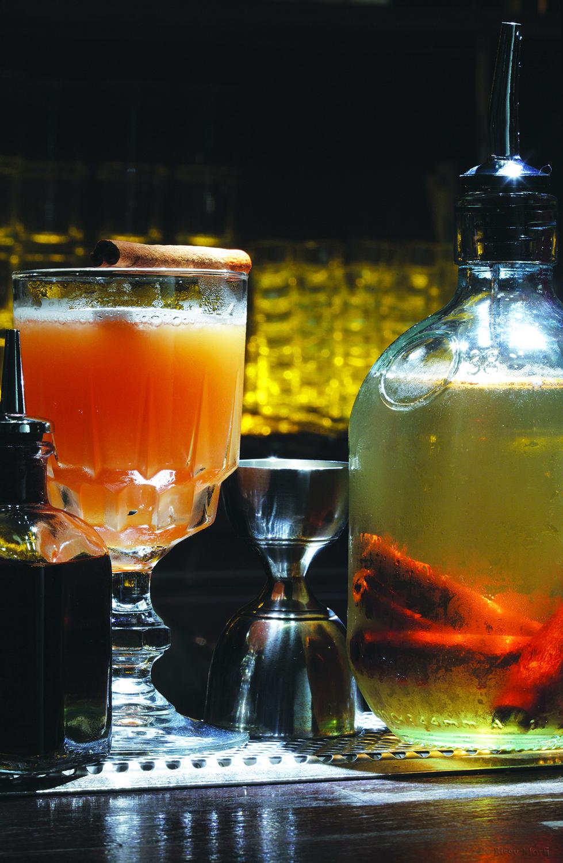 Αλάτι & Πιπέρι No 17 / Baba Au Rum, bar