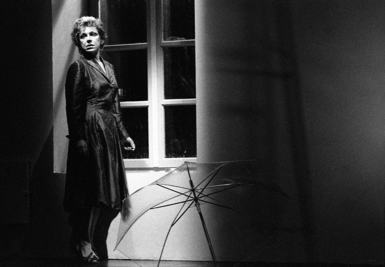 """""""A Drop On The Knees"""" / Chytirio theatre, 2001-2002  / poetry Napoleon Lapathiotis-Lina  Nikolakopoulou / music Filippos Tsalahouris /directed by Yiannis Lapatas"""