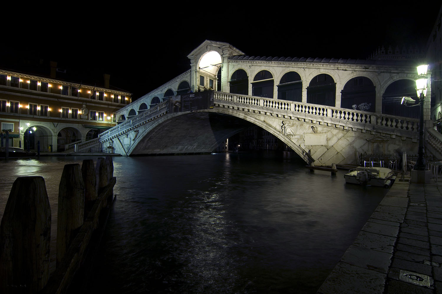 Italy / Venice / Rialto bridge by night