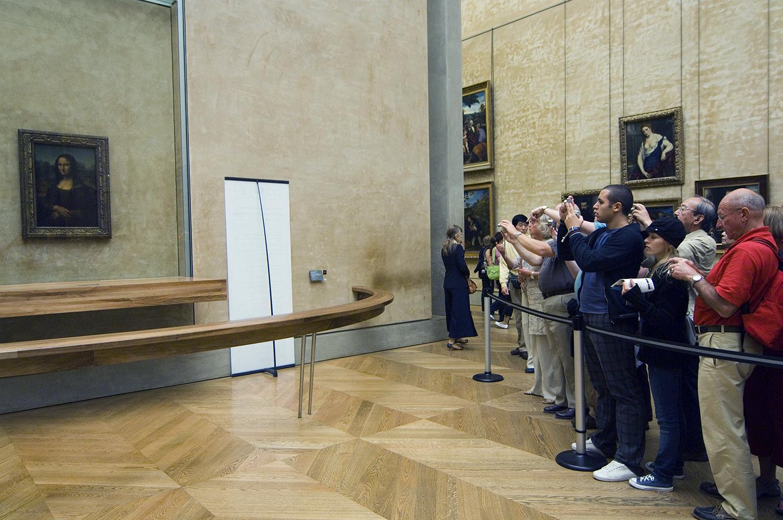 France / Paris / Louvre / The unreachable Mona Lisa