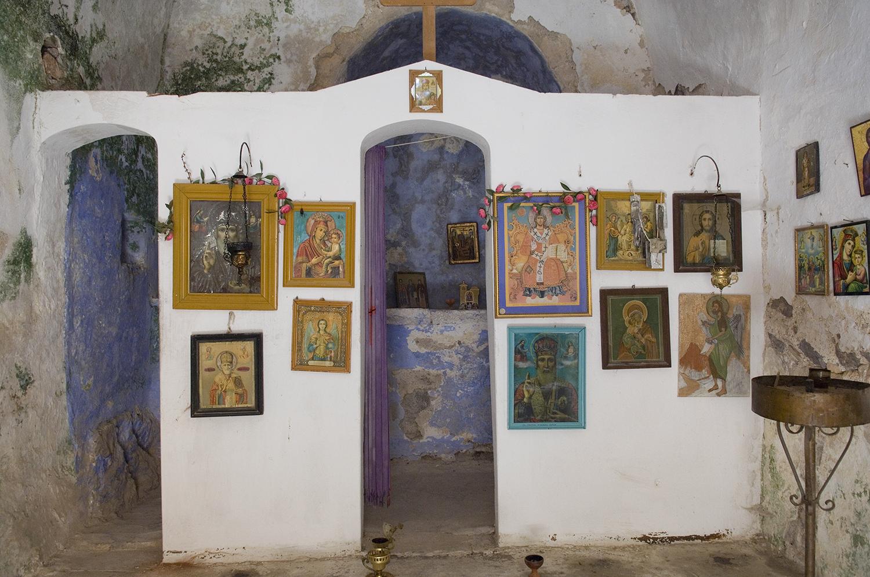 Greece / Aegina / abandoned church in Paleohora