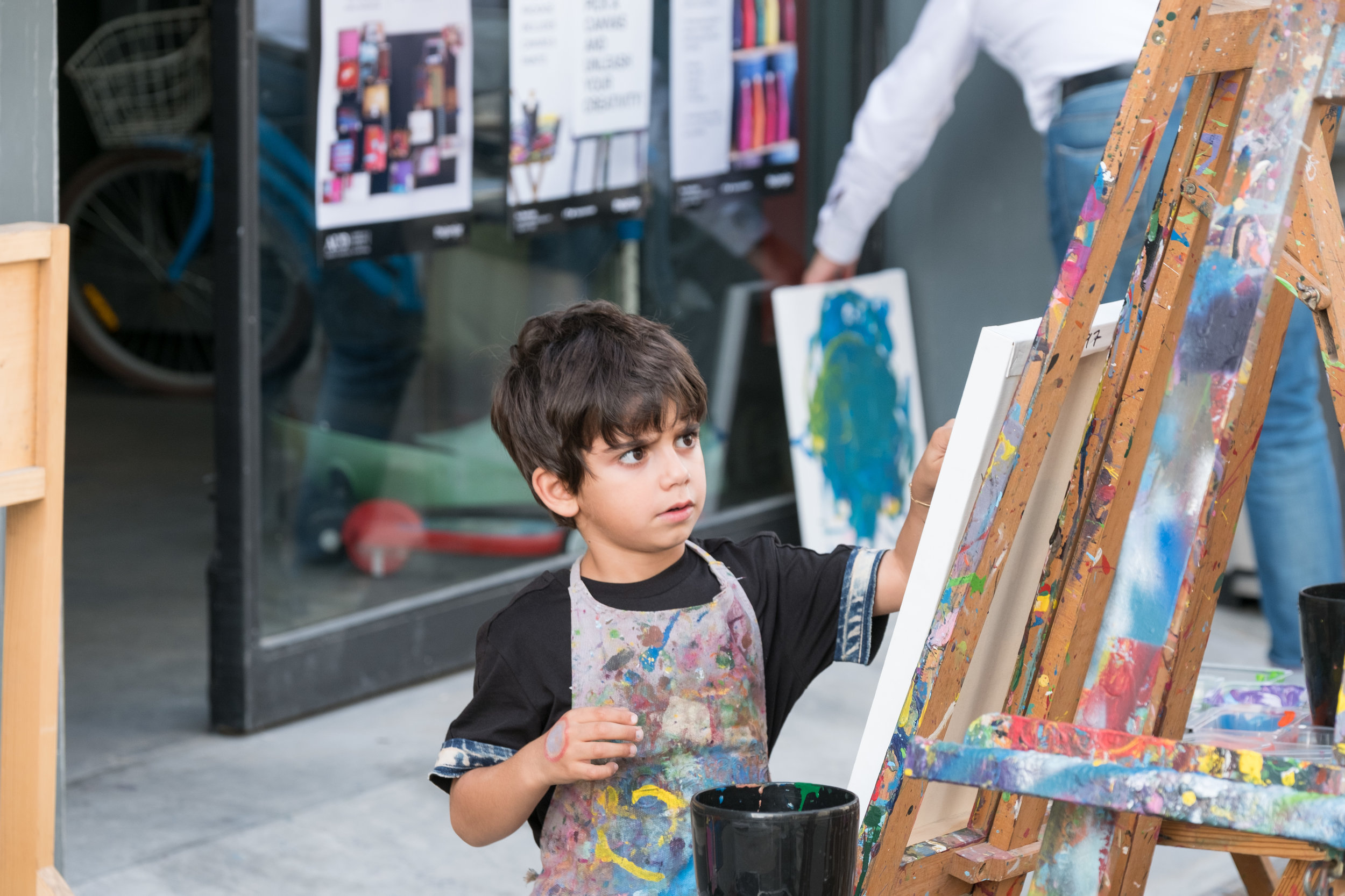 A child partakes in a workshop during Quoz Fest 2017. Image courtesy of Alserkal Avenue