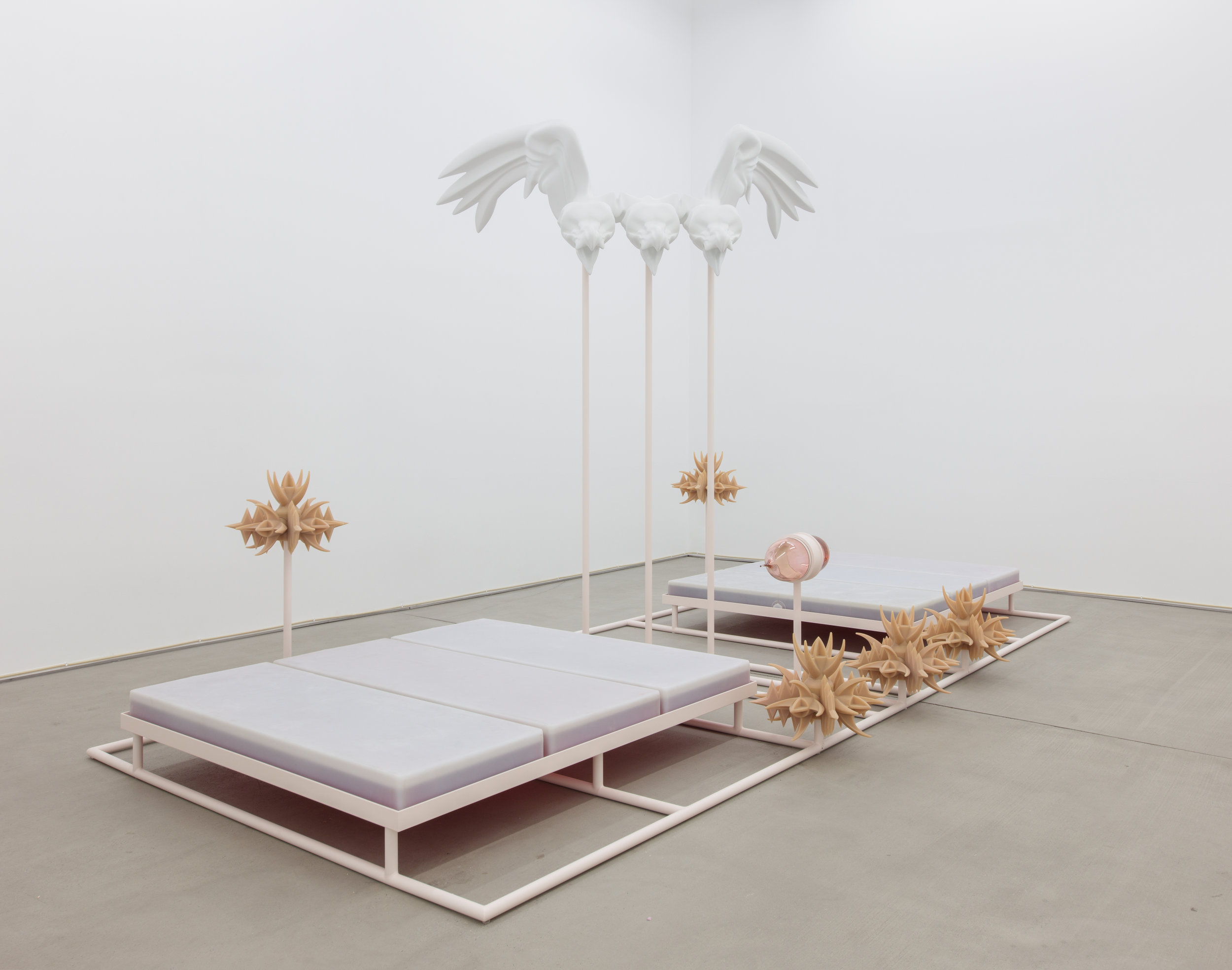 Marguerite Humeau.HARRY II (BODY), 2017.Polystyrene, resin, fibreglass, white paint, acrylic parts, sprayed metal stand, water tanks, *raptors* – sourced on an anti-climbing security systems website – cast in artificial human skin, rubber, glass artificial blood-sucking organ, artificial human blood, sound.Stan Narten, JSP Photography.Courtesy the artist and C L E A R I N G New York / Brussels