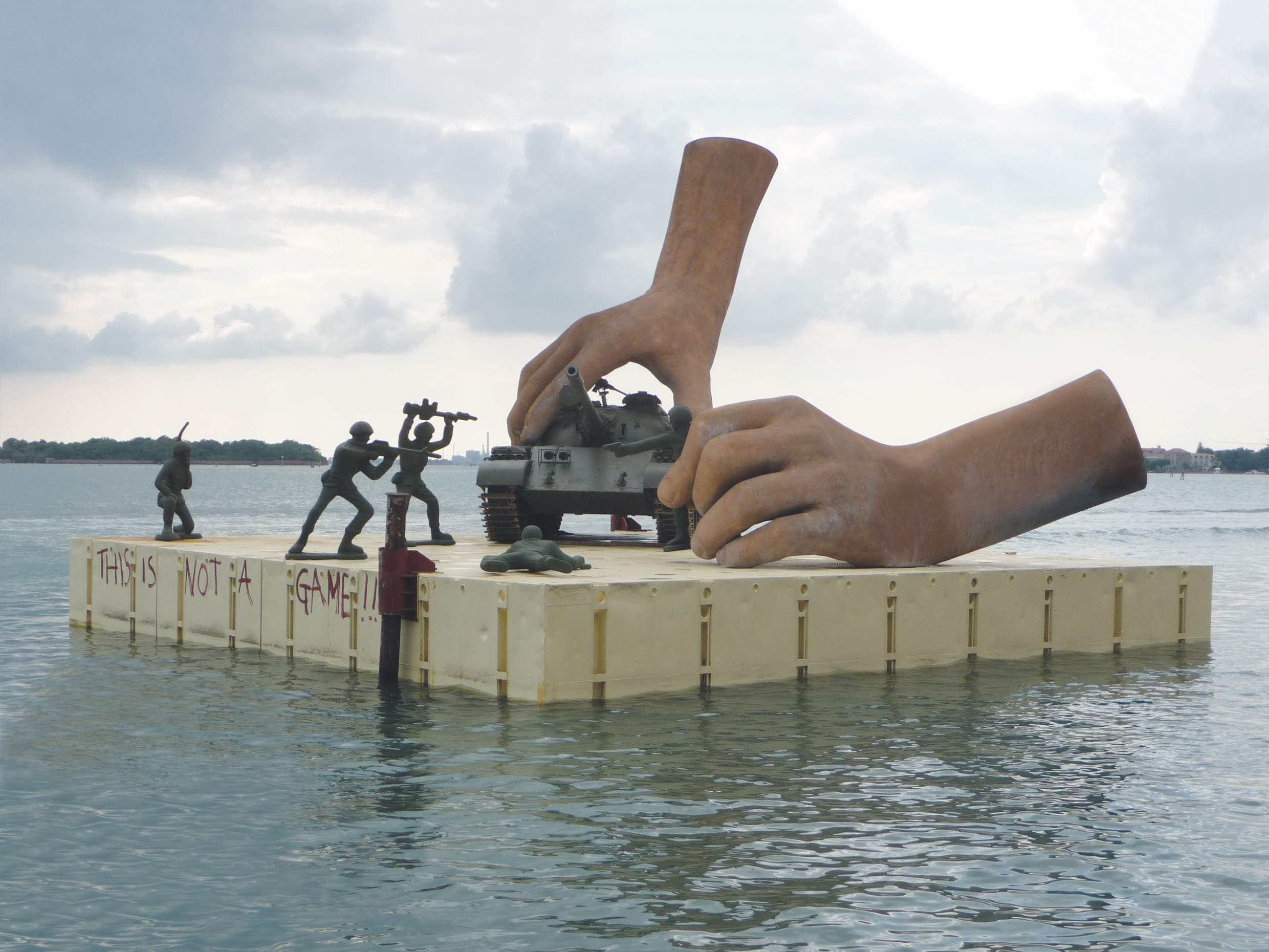 Lorenzo Quinn, This is Not a Game. For the 2011 Venice Biennale. Courtesy of Lorenzo Quinn