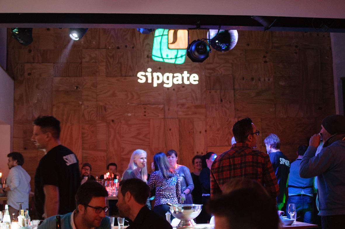 AskToni-Sipgate-Party-dancing-after-dinner.jpg