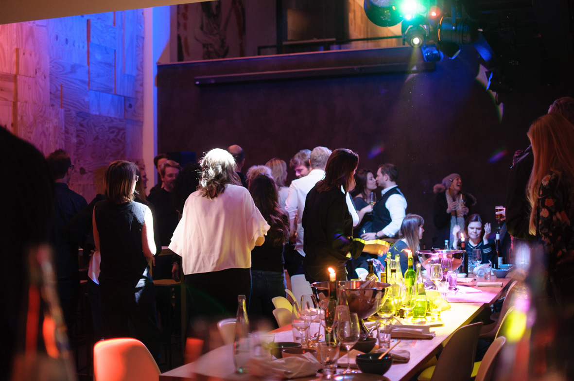 AskToni-Sipgate-Party-guests-enjoyed-party-after-dinner.jpg