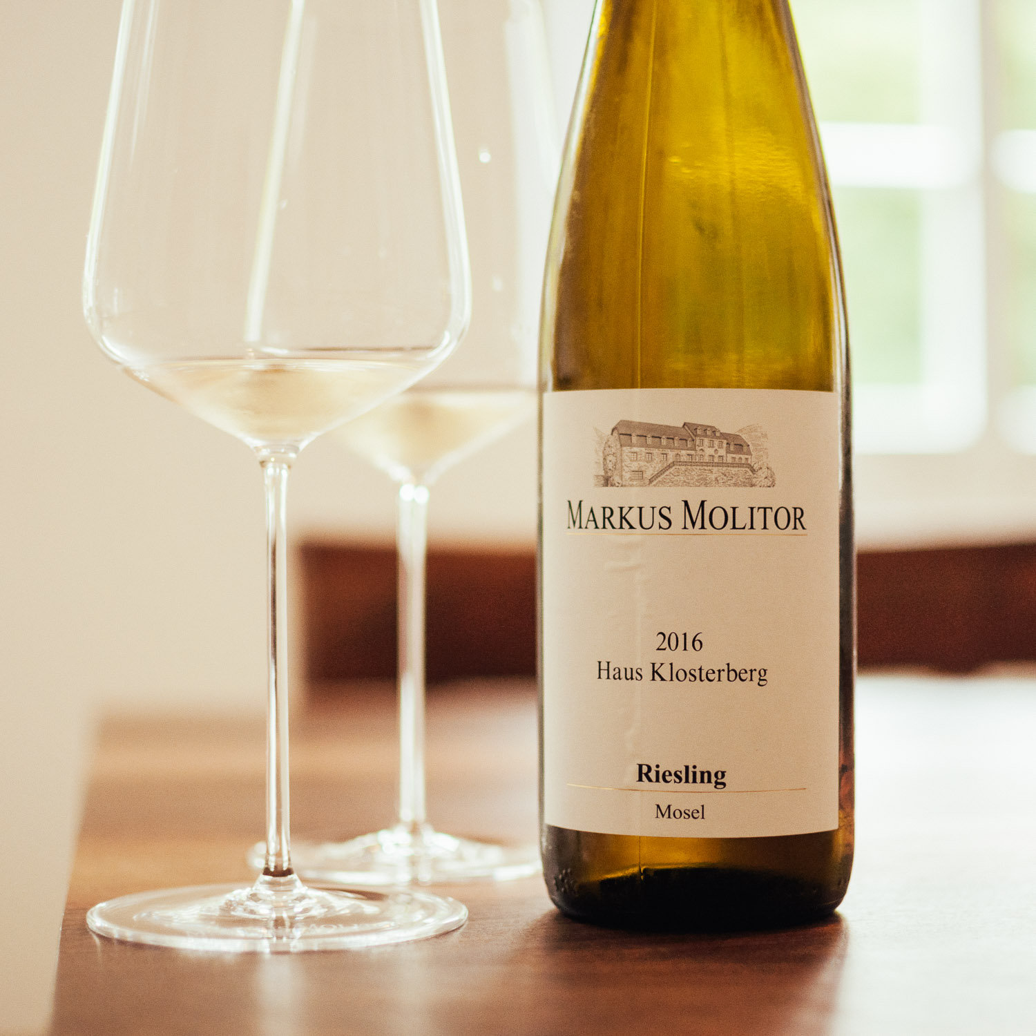 Haus Klosterberg 2016:  One of the best dry Riesling under 10 Euros! Fresh, citrus, green apples, crisp acidity, nice spices, mouthwatering with a lemon peel, citrus finish.