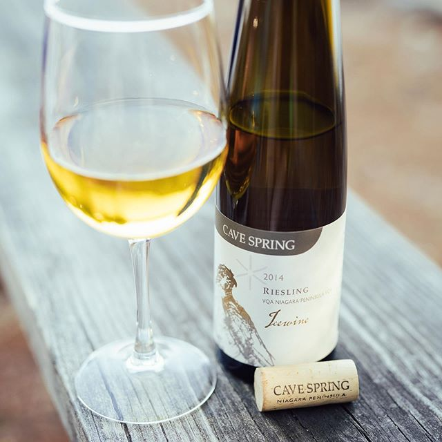 - Werbung - As old friends of the beautiful #icewine Riesling from #canada we had to pick one for our #mondaytradition 🚀🚀🚀 It's the #2014 from #cavespring @cavespringcellars in #niagara #peninsula #ontario 😊🌟👍. A dense and rich ice wine with a nose of honey, nuts and caramel. Super oily in the glass with amber color. On the palate smooth and rich with a surprisingly powerful acidity that balances the concentrated taste of caramel, raisins, dried mango and pineapple and lots of honey. A dream. 👏👏👏 #wine #winelover #winefreak #sommlife #sommelier #finewine #somm #wineo #wein #vino #winetime #winenot #wineenthusiast #wineporn #instawine #winestagram #winetasting #ilovewine #winemaker  @thewineguys @winewalkabout @winemaps @wine_everyday @winelibrary @winelicious_ @withwineapp @thesocialsommelier @somm_films @vinousmedia @winepleasure @i.love.wine @winebosses @wineteller @the.wine.girl @vino.please @thewineguide  @winesofinstagram @grapefriend @bjrlebouquet @backthatglassup @amazingwine @lastbottlewines @brisglassofwine @thewineguide @vjwine @andrewahanna