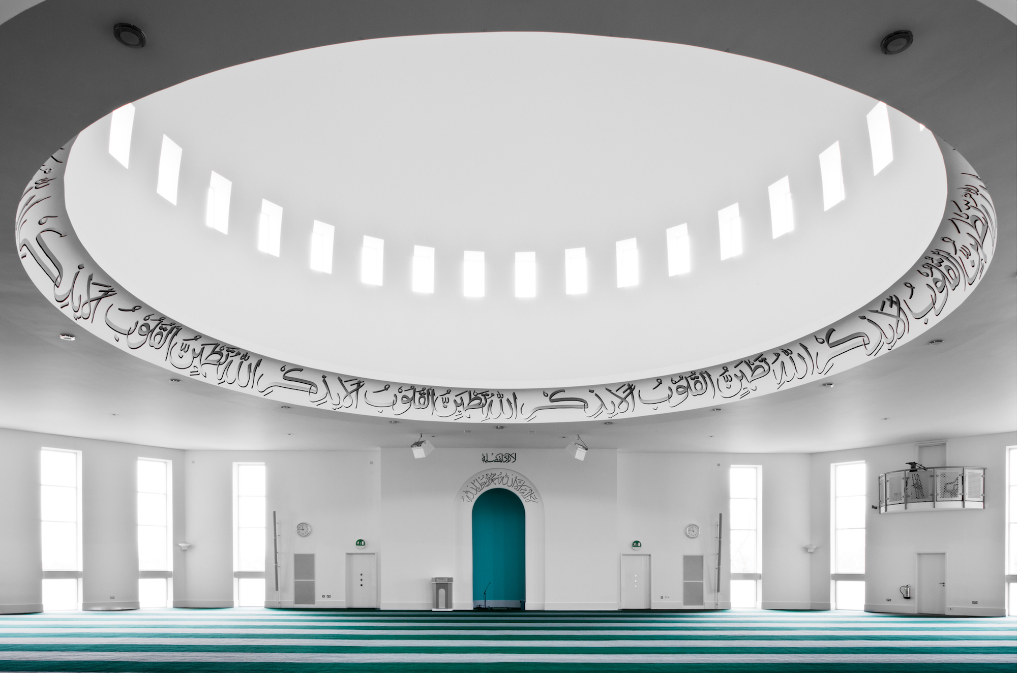 The interior of the Baitul Futuh Mosque is restrained and simple, with a large central dome and fl oor-toceiling windows.